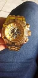 Vendo um lindo relógio invicta pouco tempo de uso