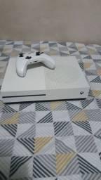 Xbox one s 500 GB vem com gta 5 online
