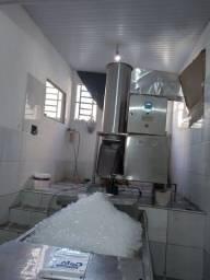 Vendo fábrica de gelo em cubos em pleno funcionamento 21 anos R100 mil