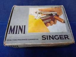Máquina portátil Singer antiga