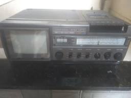 Tv, rádio e fita Brokosonic antigo.