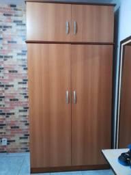 Guarda Roupa robusto de madeira 2 portas