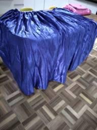 Saia de mesa azul de cetim