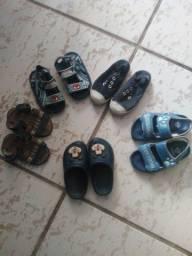 Sandálias e sapatos de criança
