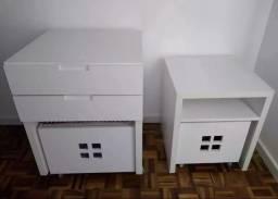 2 móveis com rodinhas