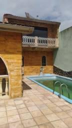 Alugo anual Casa com excelente localização