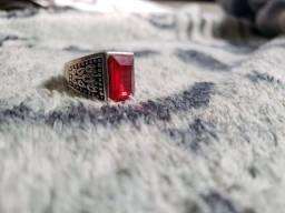 Título do anúncio: Anel com pedra vermelha UNISSEX