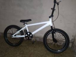 Vende-se Bicicleta BMX