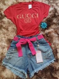 Short jeans + blusa t-shirt feminina