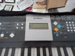 Teclado Yamaha E223