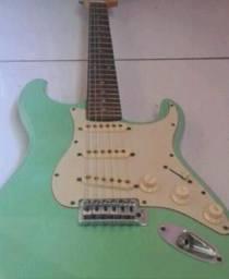 Guitarra só hoje $ 200