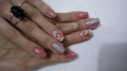 Manicure e pedicure à domicílio