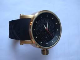Relógio invicta yakuza conservado