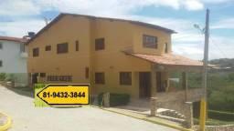 Casa com 5 Quartos, Condomínio Fechado, a 800 Metros da Perimetral em Gravatá-PE
