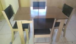 mesa de madeira 4 cadeira so ta com 30 dias de uso