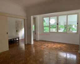 Apartamento de 140 m², localização nobre, em ótimo estado, frontal na Barão de Jaguaripe.