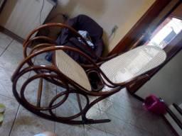 Cadeira balanço Gerdau 70 anos perfeita