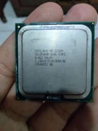 Dois processadores celeron+um cooler da Intel