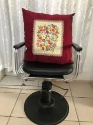 Cadeira de barbeiaria antiga / salão de beleza