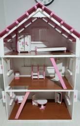 Título do anúncio: Casa de bonecas de madeira grande