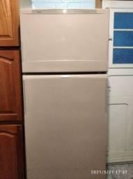 Vendo geladeira frosfree Brastemp para arrumar ou para peças