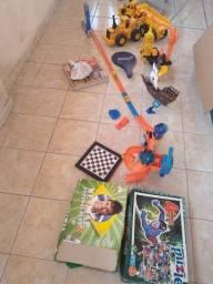Vendo vários brinquedos