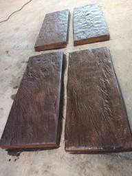 Pisantes imitando madeira em concreto.