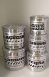 ?? latas de mantimentos...