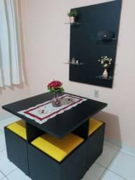 Mesa e painel oriental