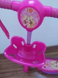 Título do anúncio: Patinete Da Barbie 2 A 5 Anos<br><br>