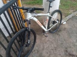 Vendo uma bicicleta aro 29 top de linha
