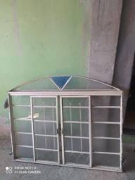 Vendo 2 janela e uma porta