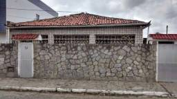 Duas casas e um kitchenette na esquina, Mangabeira IV