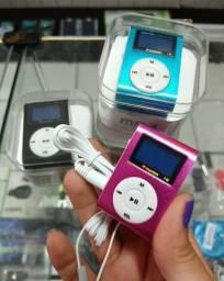 MP3 com entrada pra cartão e pega FM tem presilha pra prender na roupa e acompanha fone