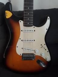 Vendo guitarra squeer Fender e estojo couro sintético