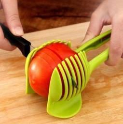 Suporte Pegador Para Fatiar Tomate, Limão, Batata e Legumes