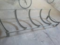 Bicicletário com cinco lugares 2m de largura