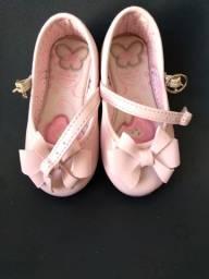 Sapatinho infantil de verniz rosa tamanho 18