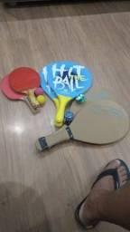 Raquete e bolas três unidades