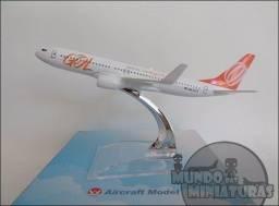 Vendo miniaturas de avião para colecionar em instantes, prateleira, armários etc .