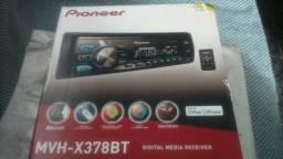 Aparelho Pioneer Dual Color Mixtrax, Bluetooth, entrada USB e Auxiliar, radio AM/FM