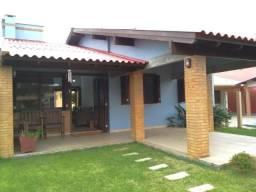 Cód 689- Casa com piscina no Balneário Atlântico em Arroio do Sal