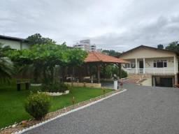 Casa dois pavimentos com amplo Jardim Indaial