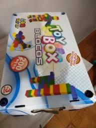 Vendo caixa de lego com 200 peças