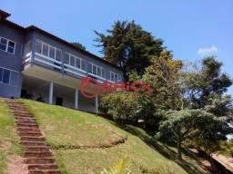 Casa com vista para as montanhas com 4 quartos sendo 1 suíte em Itaipava.