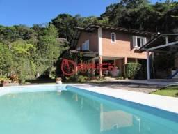 Ótima casa linear em condomínio com 4 quartos sendo 1 suíte no Comary