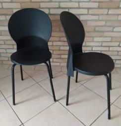 Cadeira em plástico