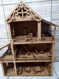 Título do anúncio: Casinha de boneca polly com móveis. 1 metro