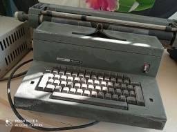Máquina de escrever elétrica Olivetti