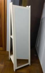 Espelho branco com prateleira